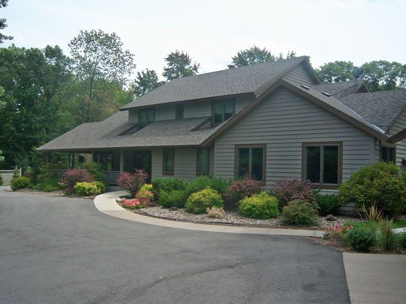 Quiet Oaks Hospice House in Summer