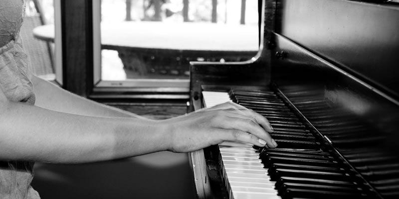 inside-piano-playing